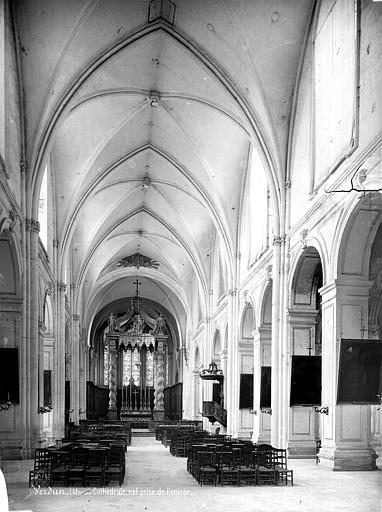 Cathédrale Notre-Dame-de-l'Assomption Vue intérieure de la nef, vers le choeur, Mieusement, Médéric (photographe),