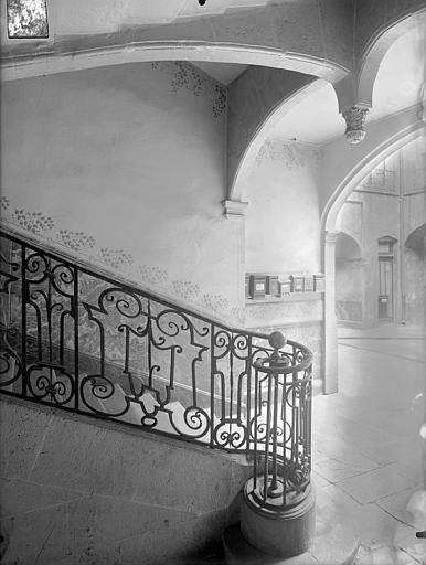 Hôtel de Ribeyre Cour intérieure : Départ d'escalier, Lefèvre-Couton (photographe),