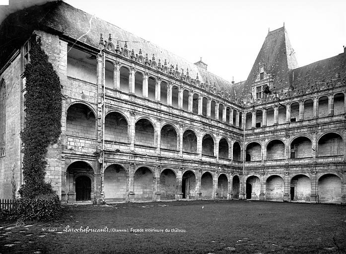 Château Cour intérieure : Façades avec galeries d'arcades, Mieusement, Médéric (photographe),