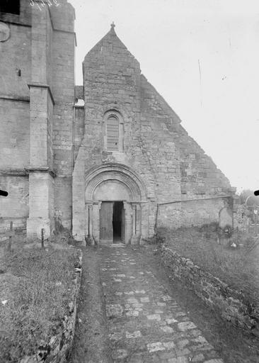 Eglise Façade ouest, sans le clocher, Service photographique,