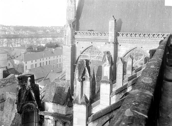 Cathédrale Saint-Gatien Façade nord : Culée des arcs-boutants et face ouest du transept, Maupuit (Tours),