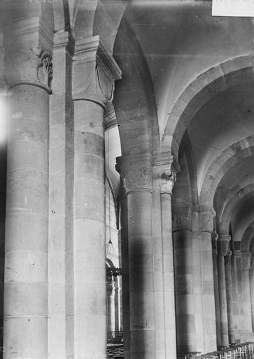 Cathédrale Saint-Dié Colonnes et chapiteaux, Durand, Georges (photographe à Amiens),