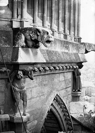 Cathédrale Notre-Dame Cariatides, gargouilles et galerie Viollet-le-Duc, abside, Lajoie, Abel,