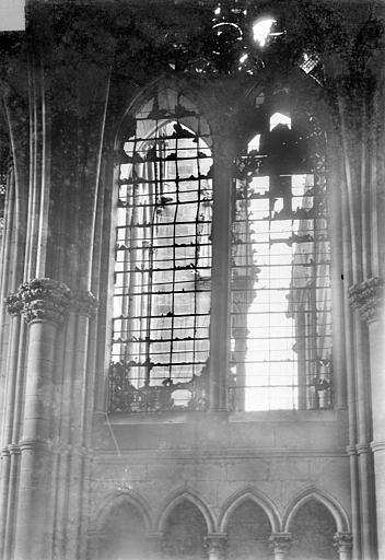 Cathédrale Notre-Dame Vitrail, baie de la nef côté nord, 9e travée, Sainsaulieu, Max (photographe),