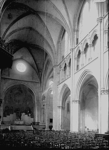 Cathédrale Saint-Cyr-et-Sainte-Julitte Nef, Enlart, Camille (historien),