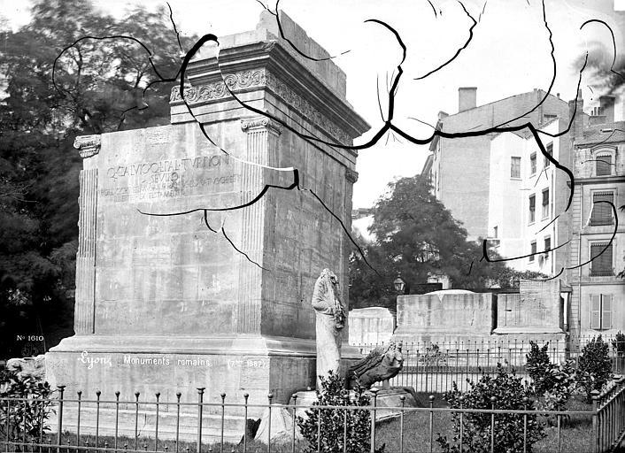 Monuments romains , Mieusement, Médéric (photographe),