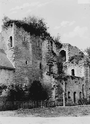 Château Ruines, Enlart, Camille (historien),
