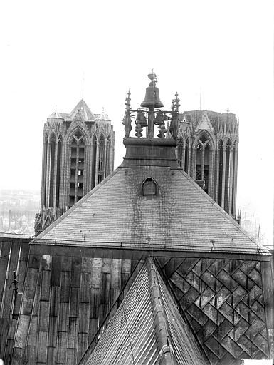 Cathédrale Notre-Dame Carillon et sommet des tours du clocher à l'Ange, Lajoie, Abel,