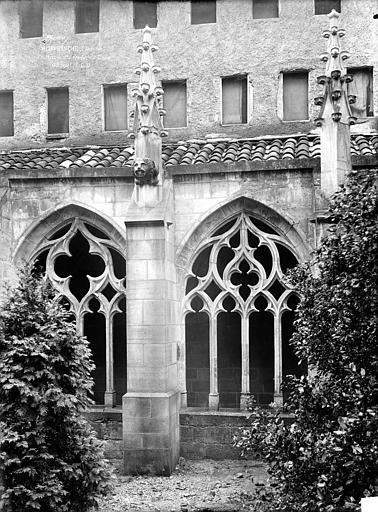 Chartreuse Saint-Sauveur (ancienne) Petit cloître : Vue extérieure de deux arcades, Durand, Jean-Eugène (photographe),