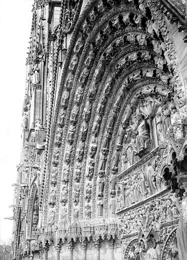 Cathédrale Saint-Etienne Portail central de la façade ouest : voussure de gauche, Doucet ; Baudet (photographe),
