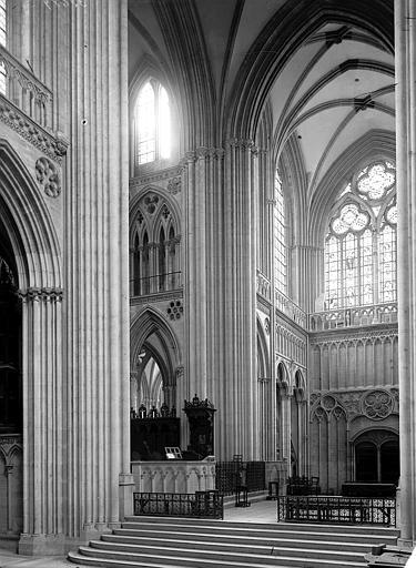 Cathédrale Croisée du transept, Enlart, Camille (historien),