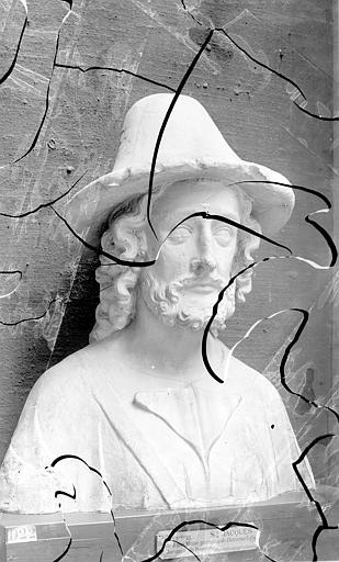 Cathédrale Saint-Pierre , Enlart, Camille (historien), 75 ; Paris 16 ; Palais de Chaillot (Trocadéro) ; Musée de Sculpture comparée, musée des Monuments français