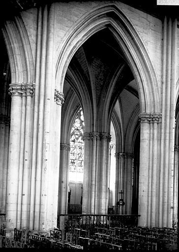 Cathédrale Saint-Pierre et Saint-Paul Nef et bas-côté, Enlart, Camille (historien),