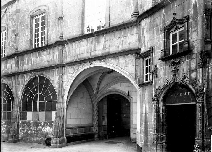 Maison Porche, Enlart, Camille (historien),