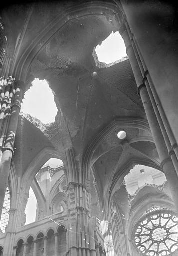 Cathédrale Notre-Dame Voûtes de la croisée du transept, du choeur et transept sud, Sainsaulieu, Max (photographe),