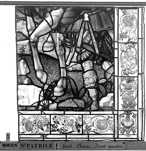 Eglise Saint-Patrice Vitrail, fenêtre au fond du choeur, la Crucifixion, lancette de droite, cinquième panneau, Heuzé, Henri (photographe),