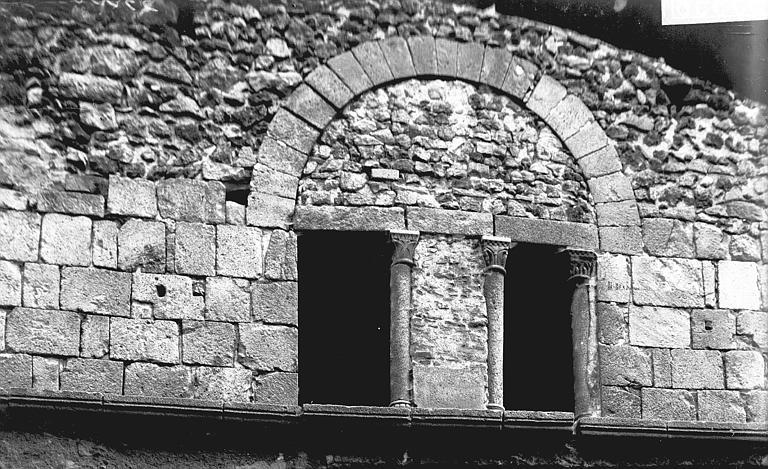 Maison du 12ème siècle Baies, colonnes, Enlart, Camille (historien),