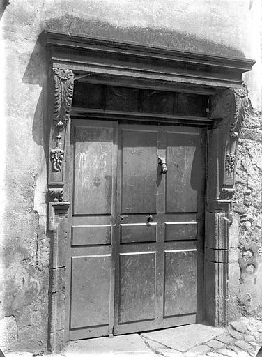 Maison Façade sur rue : Porte, Jarron (photographe),