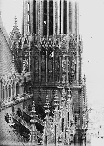 Cathédrale Notre-Dame Galerie des Rois, à la base de la tour nord, Lajoie, Abel,
