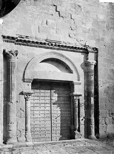 Cathédrale Saint-Sauveur Portail sud de la façade : porte antique, Mieusement, Médéric (photographe),