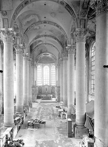 Abbaye Sainte-Marie-Majeure (ancienne), hôpital civil Eglise - Vue intérieure de la nef vers le choeur, prise depuis la tribune, Queste, P. photographe),