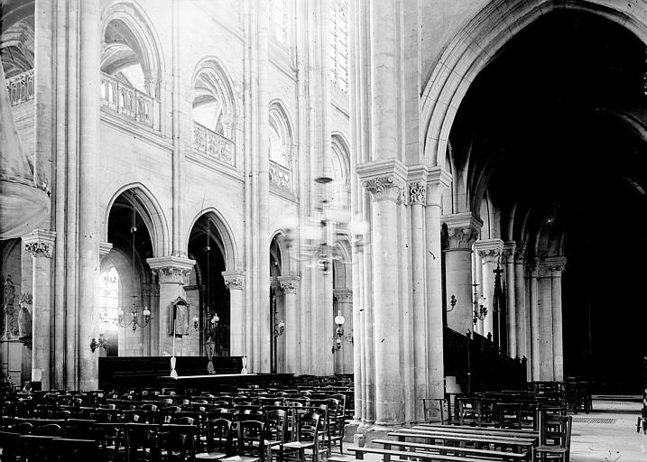 Cathédrale Notre-Dame Bas-côté et nef: vue diagonale, Enlart, Camille (historien),