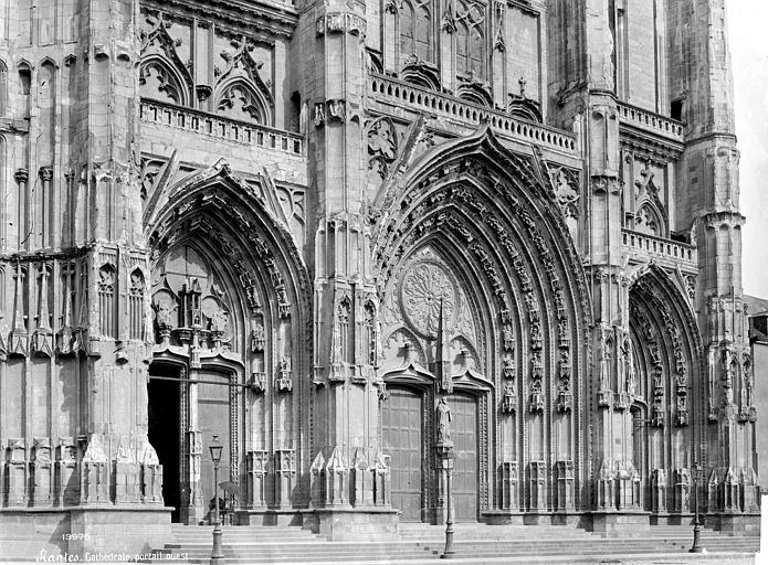 Cathédrale Saint-Pierre Façade ouest : partie inférieure et portails, en perspective, Mieusement, Médéric (photographe),