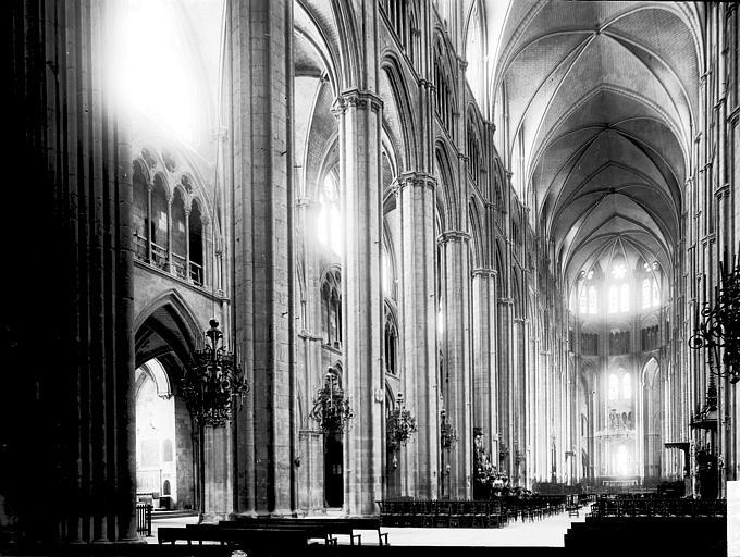 Cathédrale Nef vue de l'entrée, Enlart, Camille (historien),