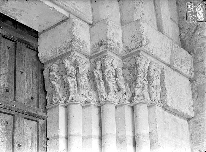 Cathédrale Saint-Pierre Portail de la façade nord dit porte Saint-Michel - Chapiteaux, côté droit : Annonciation, Adoration des mages, Visitation, Gossin (photographe),