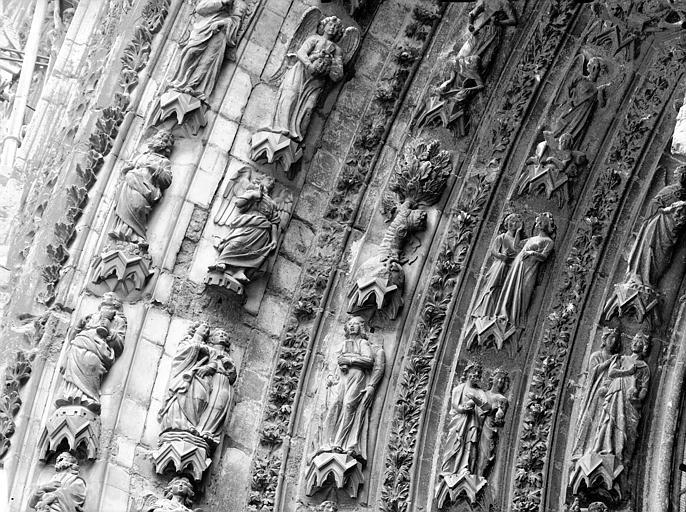 Cathédrale Notre-Dame Portail ouest, porte droite, partie médiane de la voussure gauche, Lajoie, Abel,
