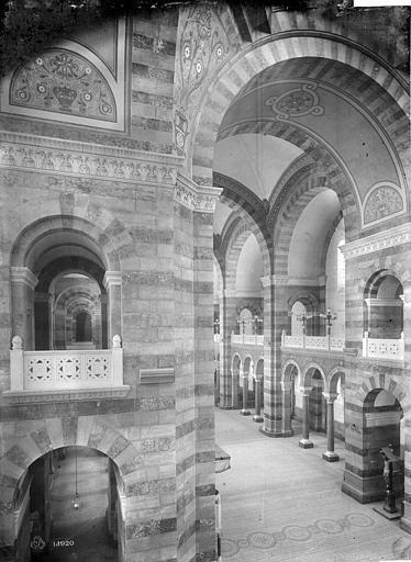 Cathédrale Sainte-Marie-Majeure Vue intérieure de la nef, vers le sud-ouest, prise du transept est, Mieusement, Médéric (photographe),