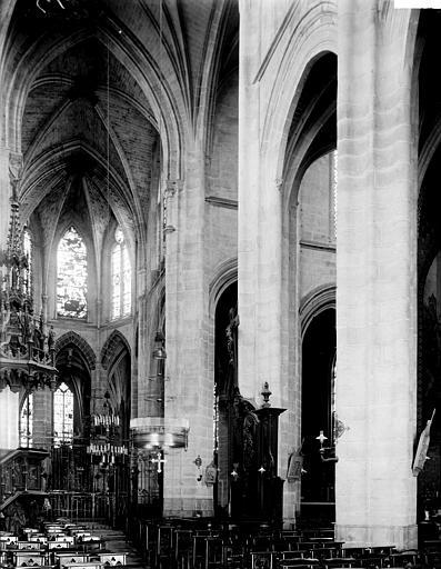 Eglise Saint-Samson Nef: vue diagonale prise de l'entrée, Enlart, Camille (historien),