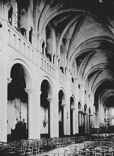 Abbaye aux Dames (ancienne), Eglise Sainte-Trinité Nef: travées au nord, Enlart, Camille (historien),