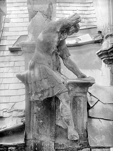 Hôtel d'Escoville (ancien) Façade : statuette de forgeron, Durand, Jean-Eugène (photographe),