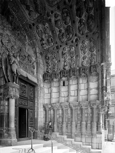 Eglise Saint-Michel Portail central de la façade ouest : Ebrasement droit, Heuzé, Henri (photographe),