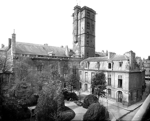 Palais des Ducs et des Etats de Bourgogne (ancien) ; Hôtel de Ville Cour de Flore et Tour de la Terrasse ou Grande Tour, Delaunay (photographe),