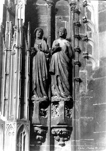 Cathédrale Notre-Dame Portail sud de la façade ouest. Statues de l'ébrasement droit : Vierges sages, Le Secq, Henri (photographe),