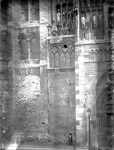 Cathédrale Notre-Dame Portail Saint-Jean, base de la tour, Enlart, Camille (historien),