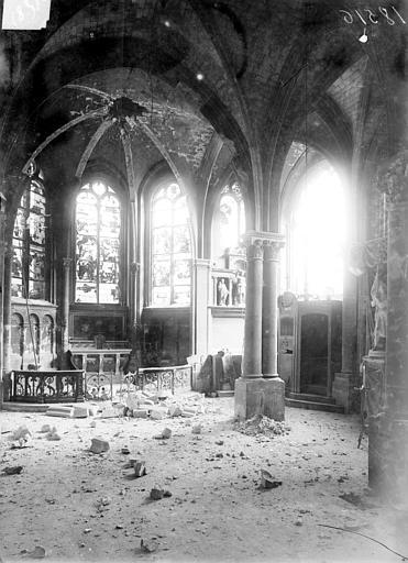 Eglise Saint-Jacques Vue intérieure après le bombardement de 1915, Sainsaulieu, Max (photographe),