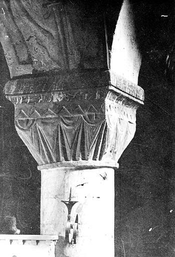 Intérieur, chapiteau : décor stylisé à effet de rideau tendu, Mieusement, Médéric (photographe),