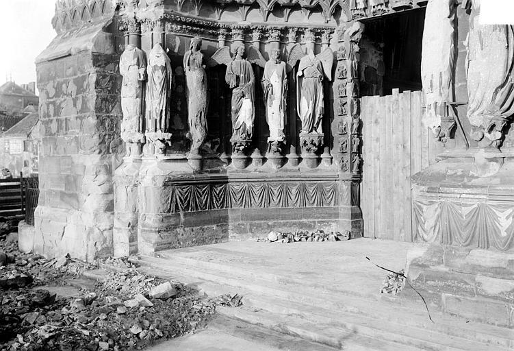 Cathédrale Notre-Dame Portail nord de la façade ouest : Ebrasement gauche, Sainsaulieu, Max (photographe),