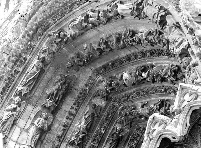 Cathédrale Notre-Dame Portail ouest, porte droite, partie supérieure de la voussure gauche, Lajoie, Abel,