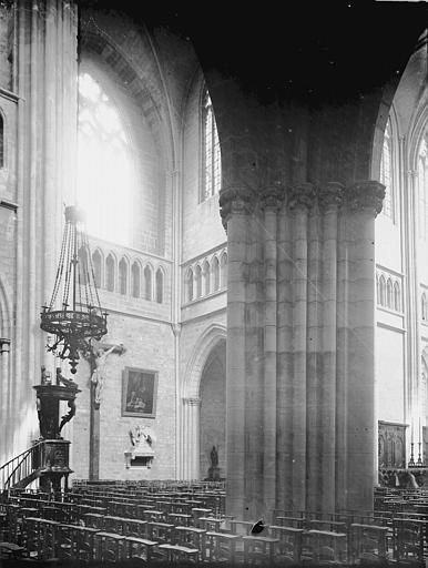 Cathédrale Saint-Bénigne Nef, croisillon nord du transept et chaire, Enlart, Camille (historien),