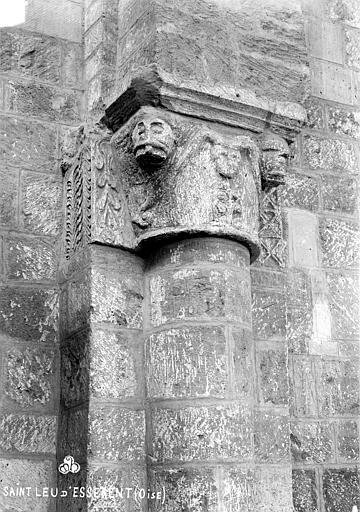 Abbaye Saint-Nicolas (ancienne) Eglise : Chapiteau situé à l'entrée de la nef, côté droit, Robert, Paul (photographe),