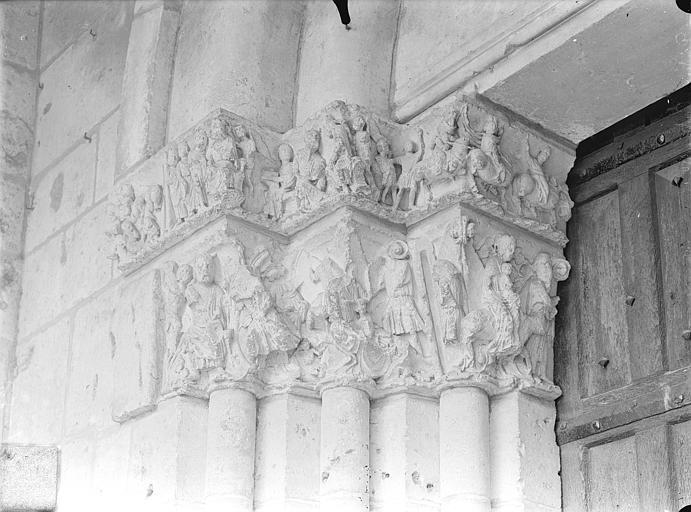 Cathédrale Saint-Pierre Portail de la façade nord dit porte Saint-Michel - Chapiteaux, côté gauche : Voyage des mages et leur entrevue avec Hérode, Fuite en Egypte, Massacre des Innocents, Gossin (photographe),