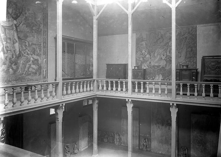 Musée Galerie à l'étage, Enlart, Camille (historien),