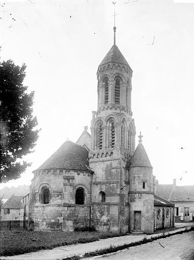 Eglise Abside et clocher au nord, Enlart, Camille (historien),