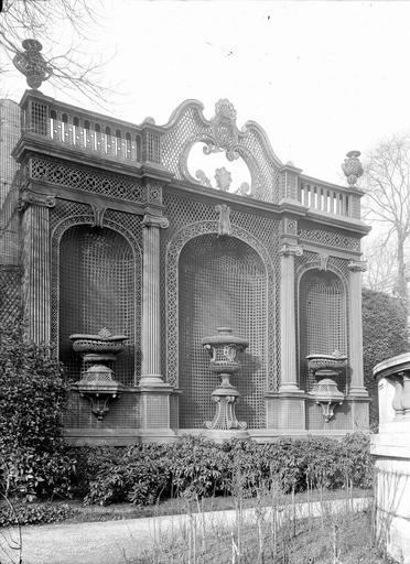 Hôtel Monaco Décoration en treillage, dans le jardin, Durand, Eugène (photographe),
