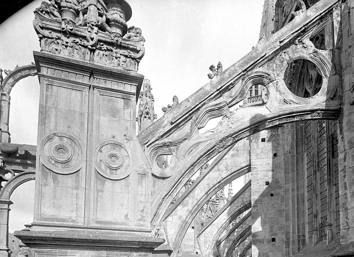 Eglise Saint-Pierre Chevet : Arcs-boutants, Durand, Jean-Eugène (photographe),