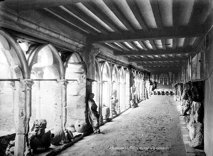 Cathédrale Saint-Pierre Cloître : vue intérieure d'une galerie, Mieusement, Médéric (photographe),